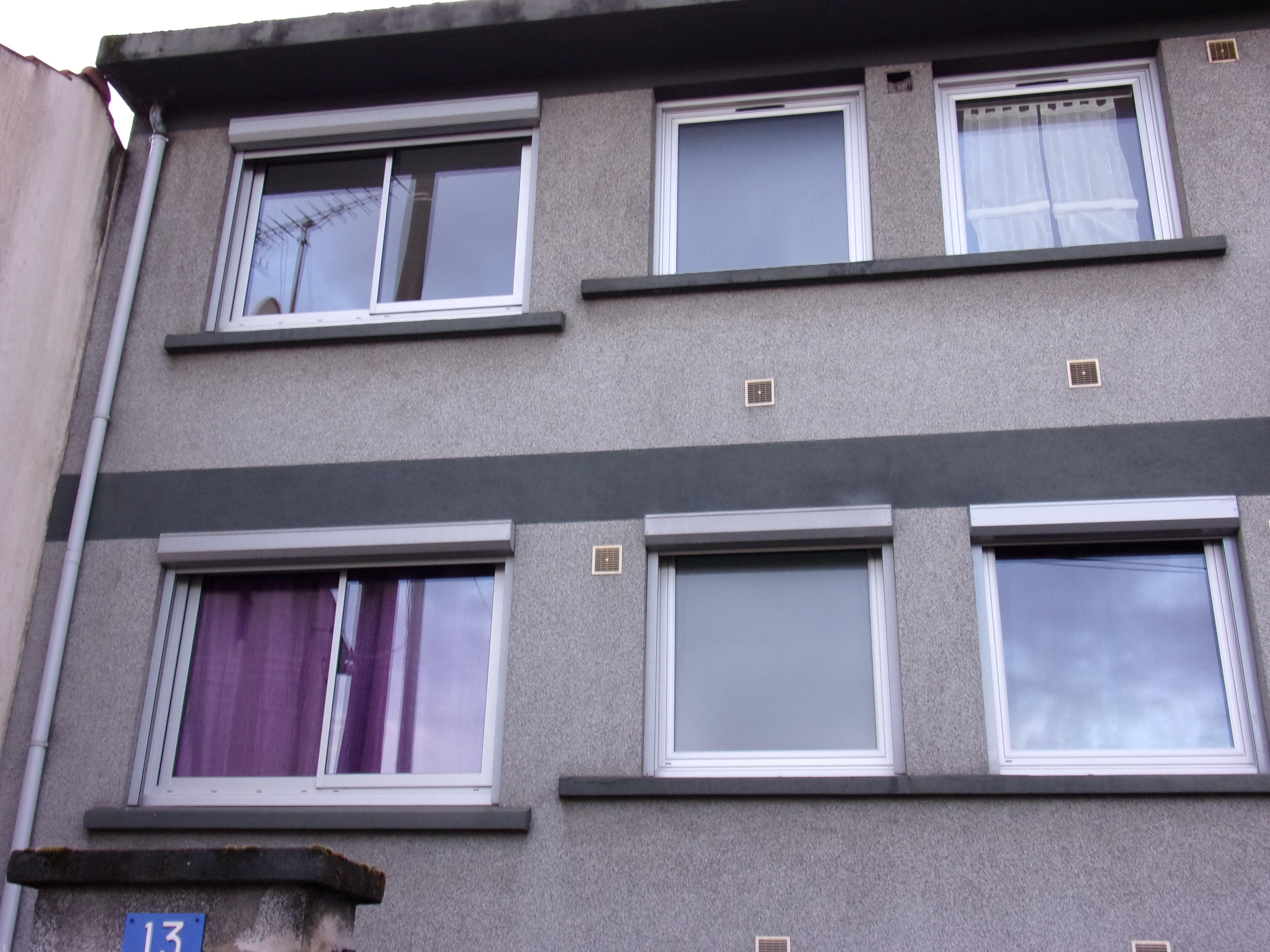 fenêtre PVC blanche extérieur