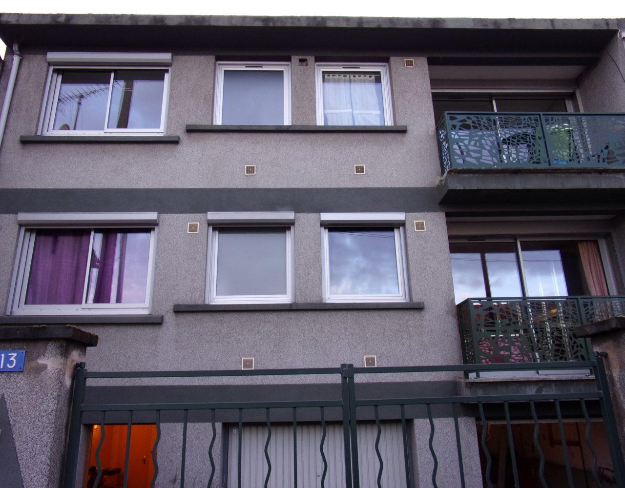 Porte coulissante et fenêtre PVC blanche extérieur