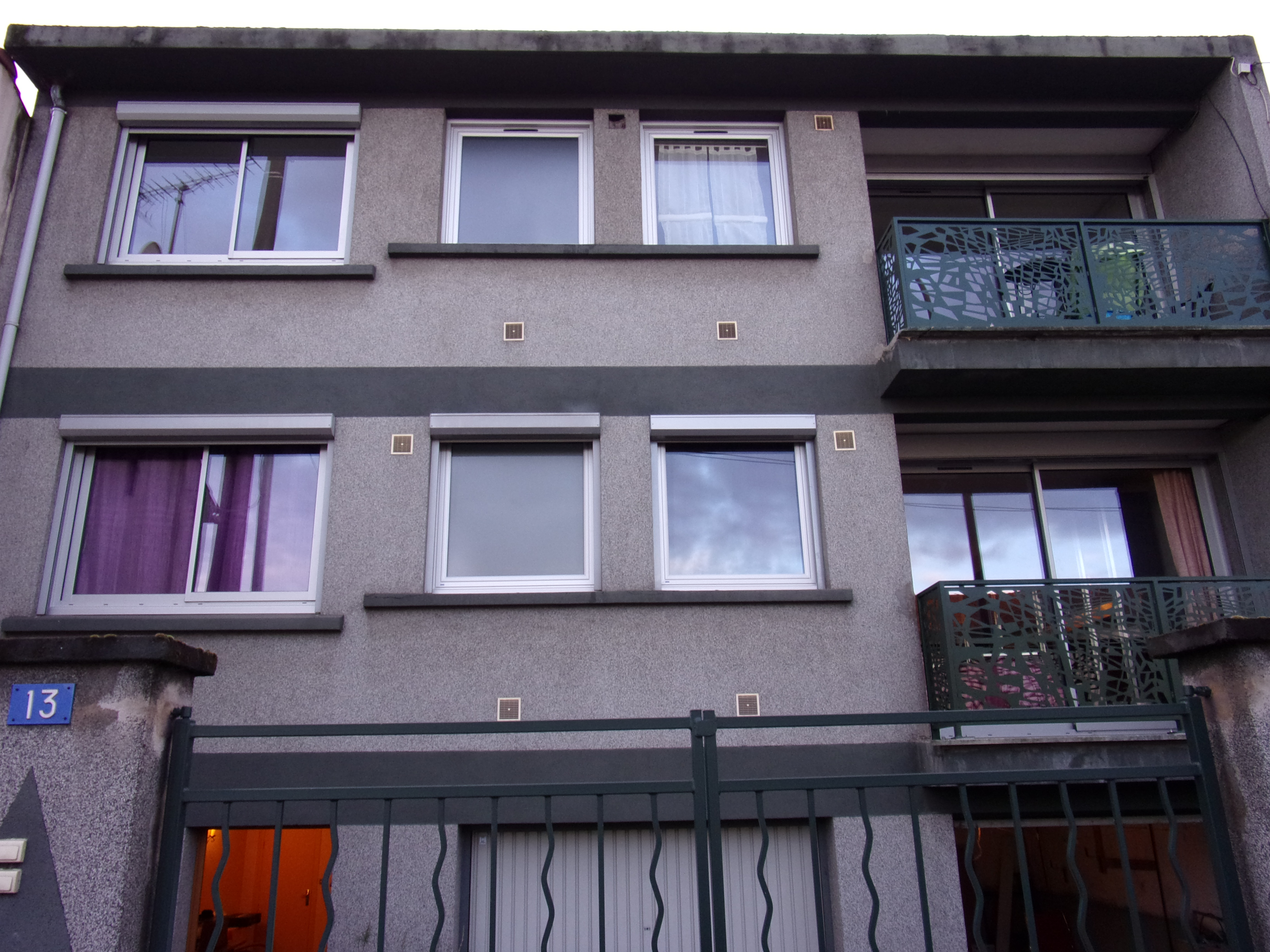 Porte Coulissante Et Fenêtre Pvc Blanche Extérieur Atelier Stores