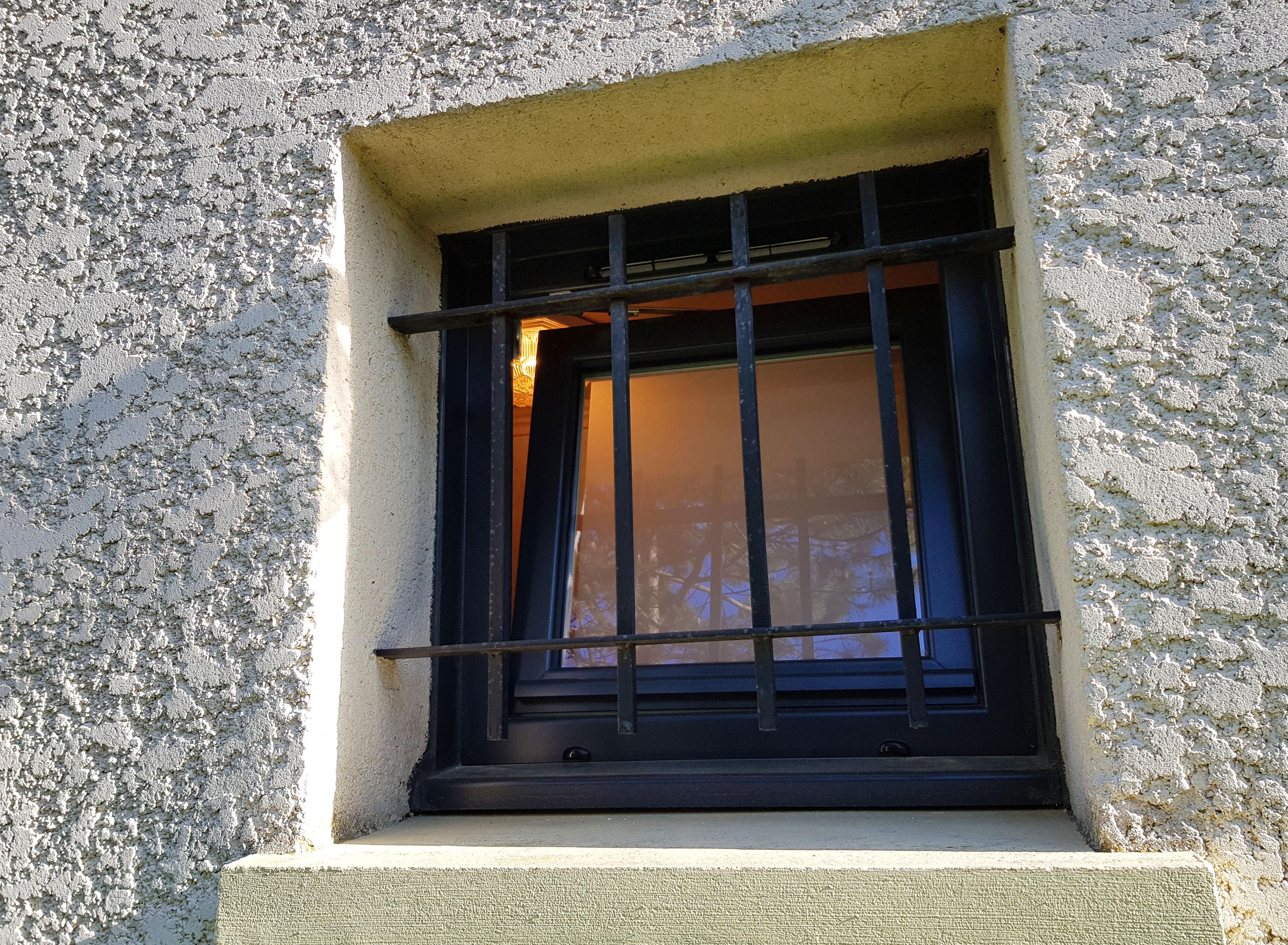 Fenêtre oscillo battant vue extérieure