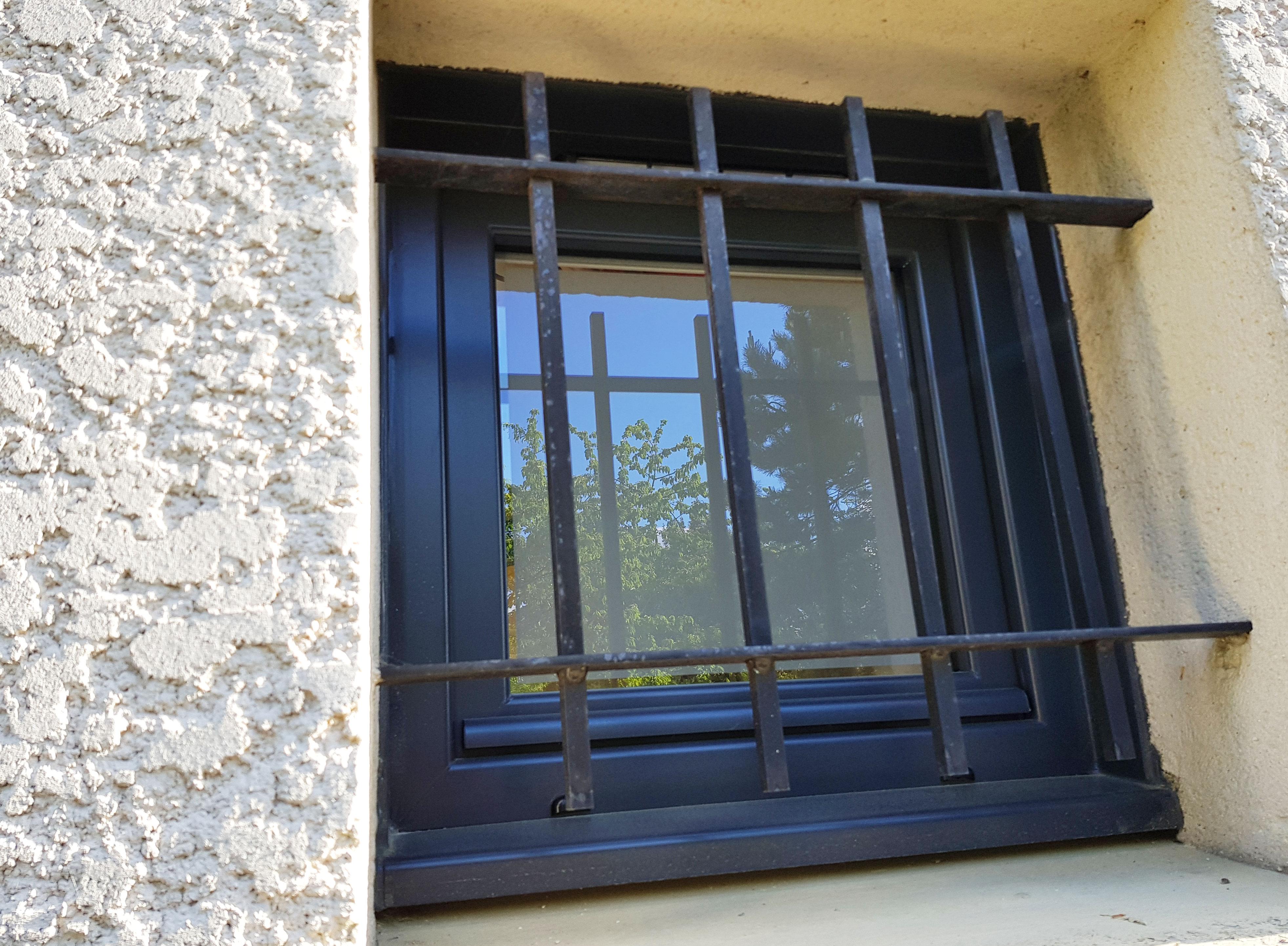 Fenêtre oscillo battant façade extérieure