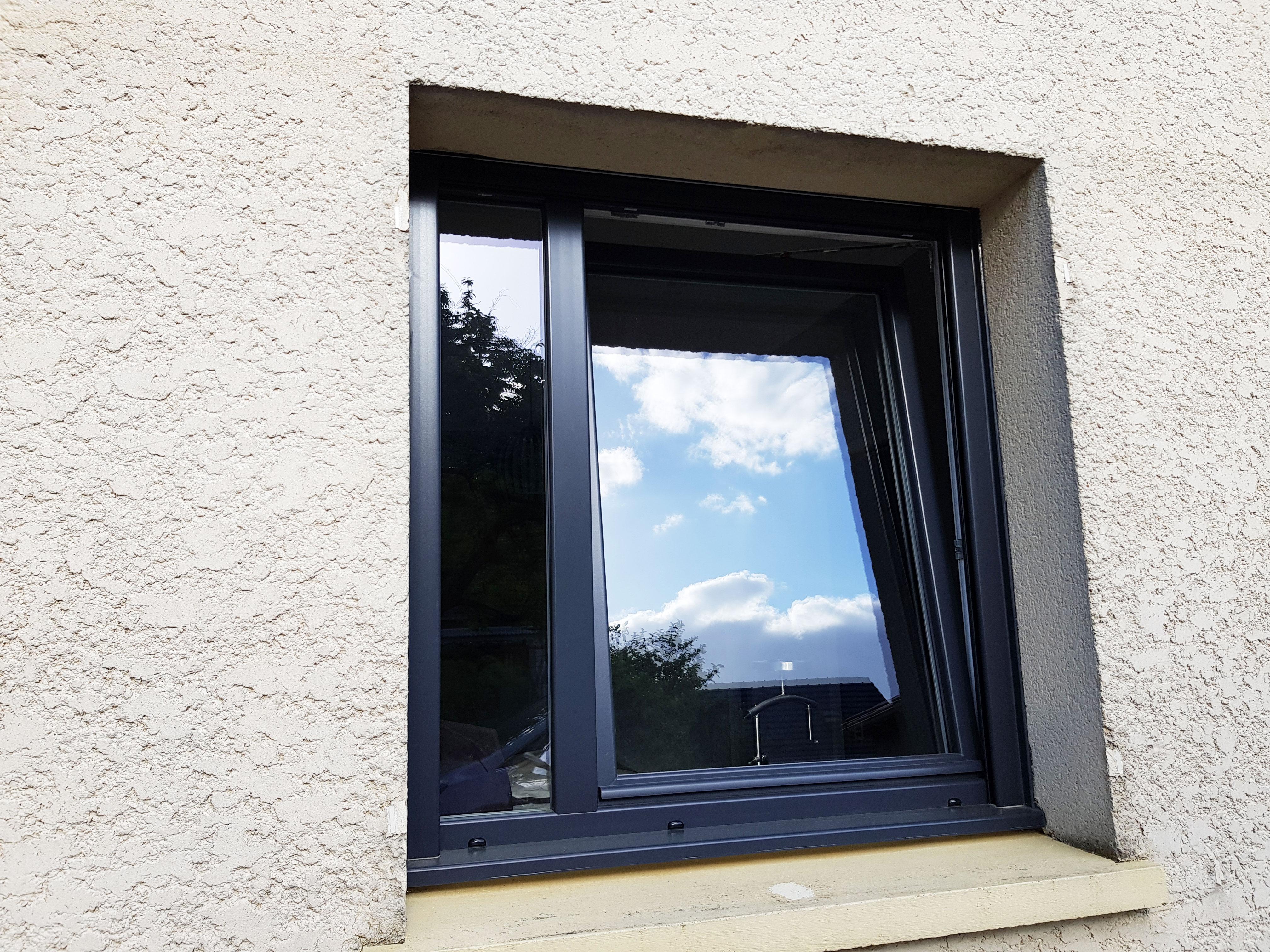 Fenetre PVC oscillo battant vue extérieure
