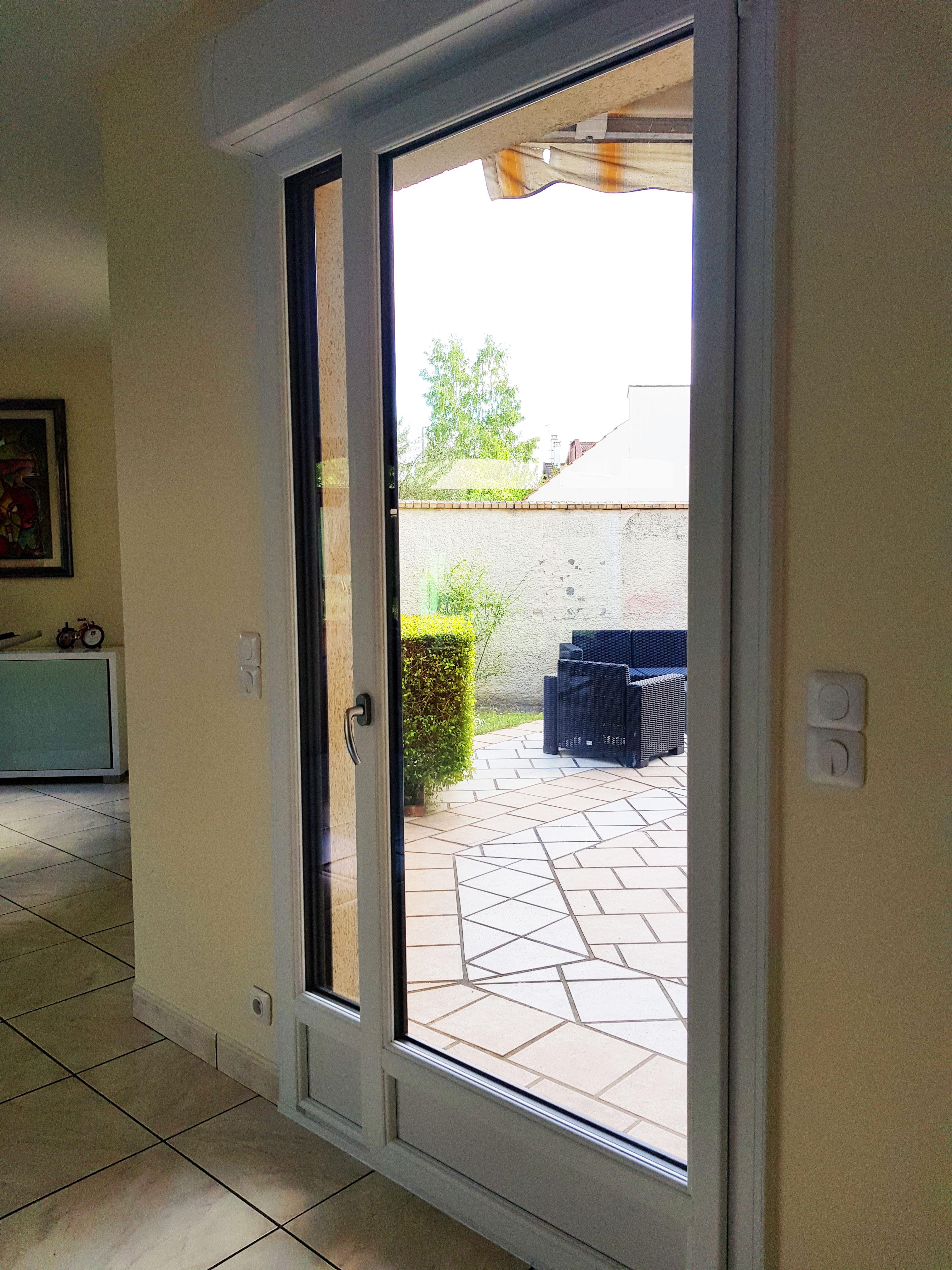 porte fenêtre ouverture à la française